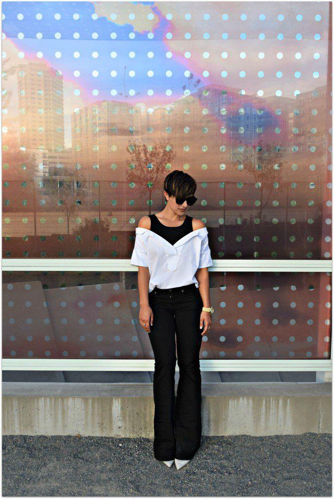Black & White: The Minimal Flare Jean Fashion Blogger