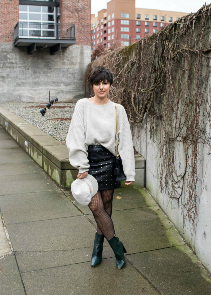 How to Wear Oversized Fishnet Tights: Outfit 1