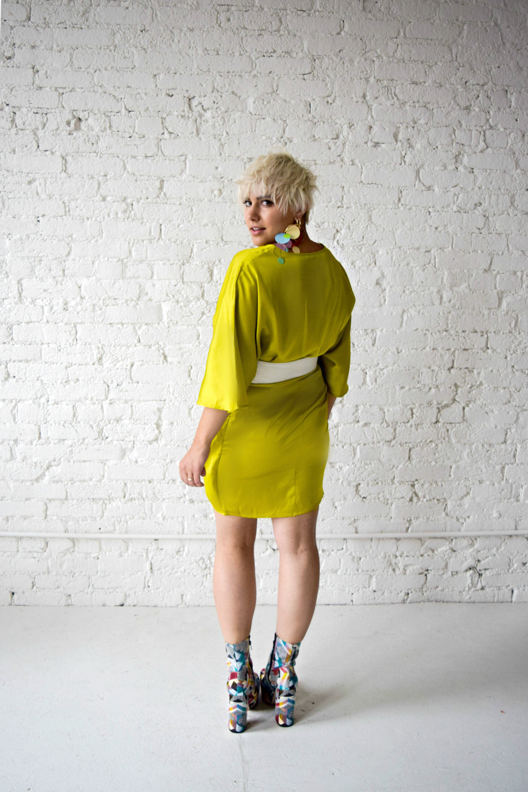 The Bombshell: Embracing Your 80's Alter-Ego Using Modern Clothing - BloggerNotBillionaire.com