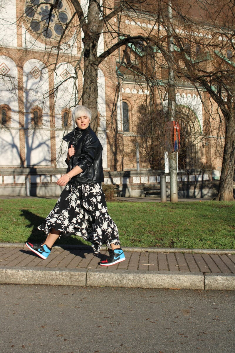 How to Wear Sneakers with Dresses- RebeccaInEurope
